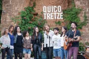 <h5>Quico Tretze</h5><p>Singing with friends</p>
